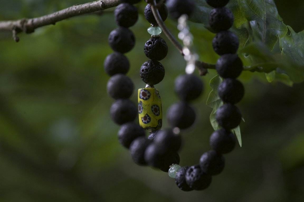 Lava Halskette mit alten gelben Glas
